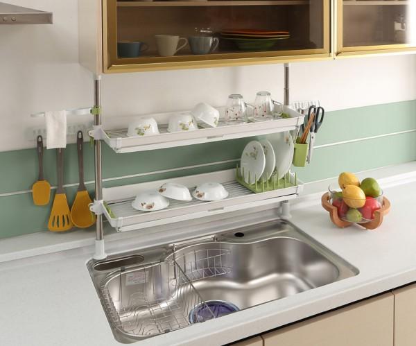 カゴやラックを活用してキッチンを使いやすく!